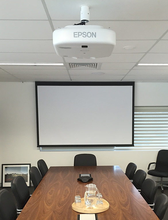 Boardroom Epson projection system with motorised screen