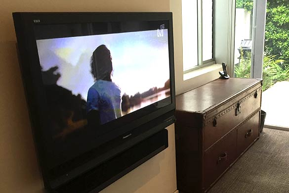 Wall mounted TV and Sonos Playbar